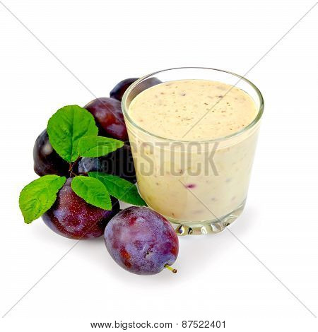 Milkshake with plums and leaves