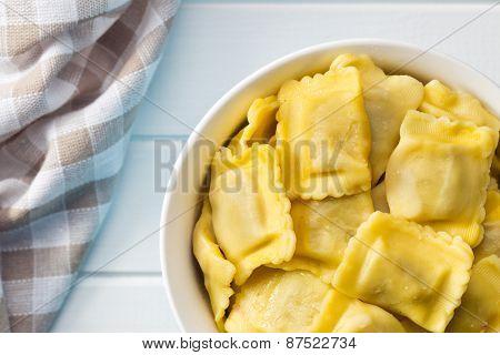 the cooked ravioli pasta in bowl