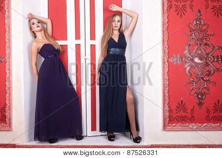 Two Hot Girl In Vintage Interior And Dresess