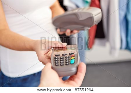 Woman Gives Men A Payment Terminal