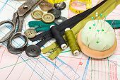 pic of zipper  - Green sewing accessories on pattern cutting - JPG
