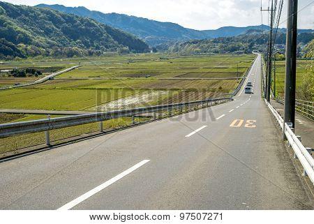 Downhill straight roadway