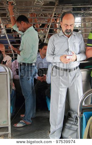 people are standing inside of carriage, Mumbai
