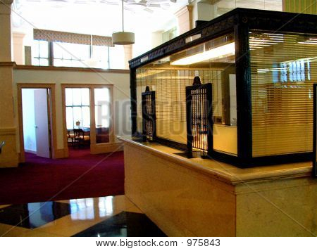 Traditionelle Bank Teller Fenster