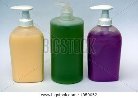 Botellas o envases de jabón de lavado/líquido de la mano. Higiene.
