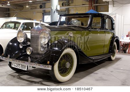 VALENCIA, SPAIN - OCTOBER 16 : Restored 1937 Rolls Royce Sedanca Devill on display at the 2009 Motor Epoca Classic Car Show on October 16, 2009 in Valencia, Spain.