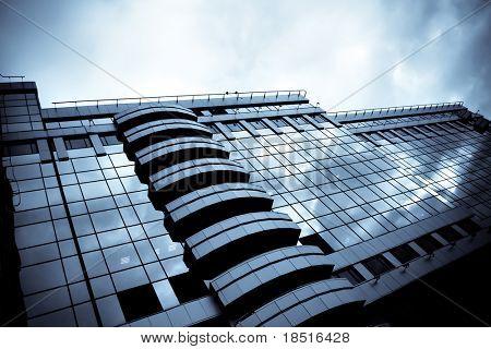 prospektive Blick auf neue moderne Gebäude Wolkenkratzer des Businesscenter