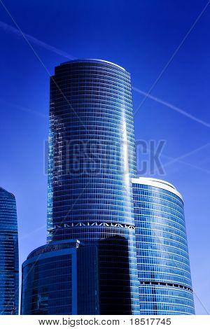 moderne geometrische Wolkenkratzer