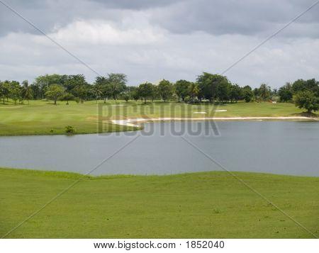 Água em um campo de golfe