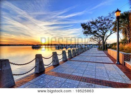 HDR-Bild von Marina bei Sonnenuntergang