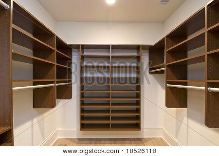 gran paseo en armario con Estanterías modulares