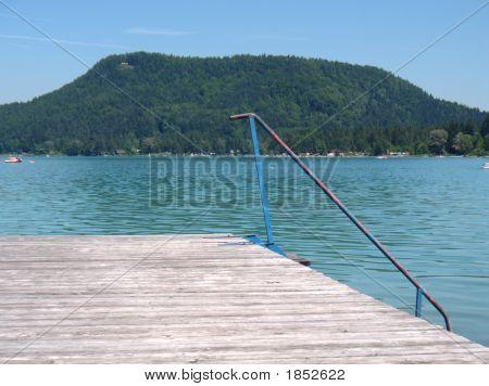 Pontón en el lago