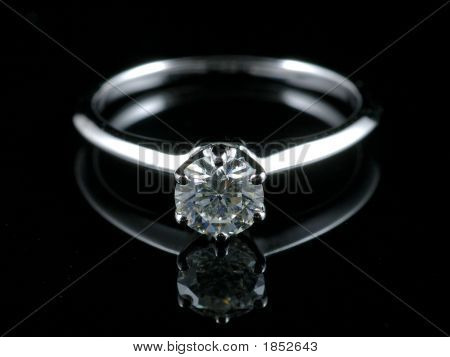 Diamant-Ring mit Reflektion