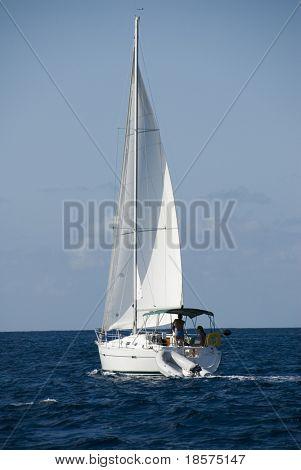 Un velero en el Caribe.