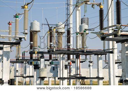 parte de la subestación de alto voltaje con interruptores y seccionadores