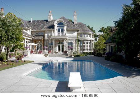 Residencia de lujo con piscina