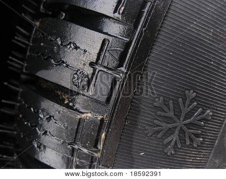 Cerca de un neumático de invierno