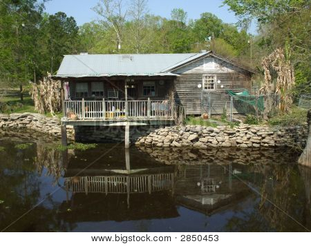 Cabin On Alligator Bayou