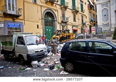 Garbage cleanup in Naples