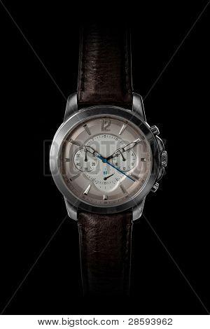 Klassische Herren Uhr auf schwarz