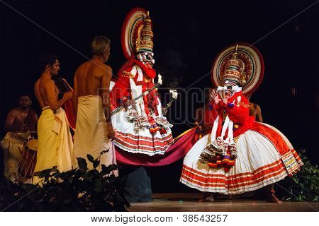 CHENNAI, INDIA - SEPTEMBER 9: Indian traditional dance drama Kathakali preformance on September 9, 2009 in Chennai, India. Performers portray monkey kings Bali and Sugriva characters in Ramayana drama
