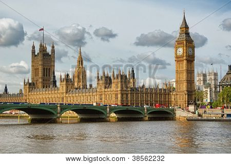 Der Big Ben, die Häuser des Parlaments und Westminster Bridge in London
