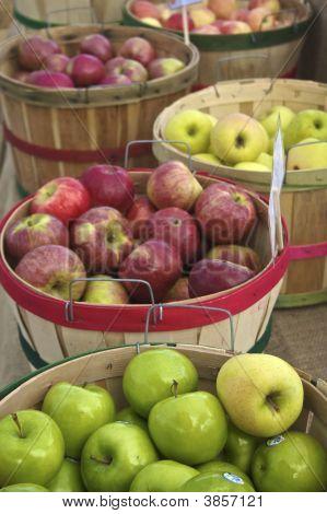 Apples At The Farmer\'s Market