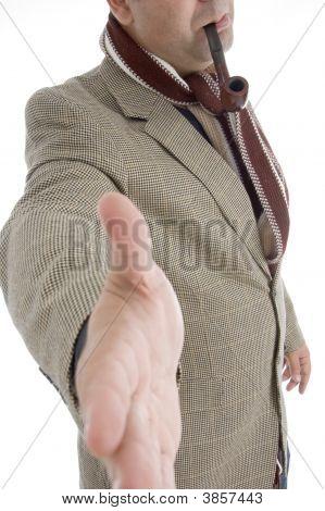 Homem oferta Shake mão