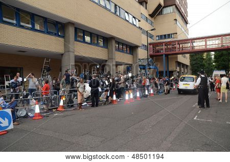 People Outside St Mary's Hospital In Paddington After The Departure Of The Royal Baby, In London 23R