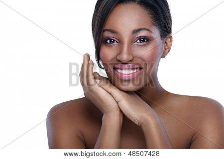 Mulher africana bonita, pele saudável e pura de conceito