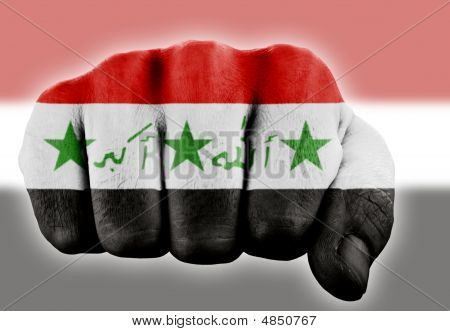 Faust mit irakischen Flagge