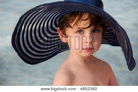 Junge In einen Hut