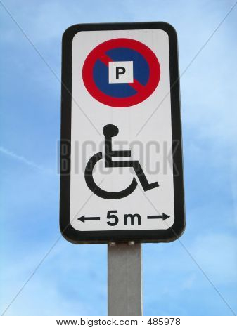 Disabled Parking Signal 5m