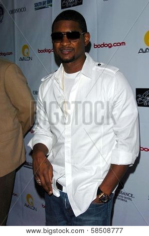 HOLLYWOOD - July 07: Usher at A Midsummer Night's Dream: A Magic Night of Poker, Players and Stars in The Avalon on July 07, 2006 in Hollywood, CA.