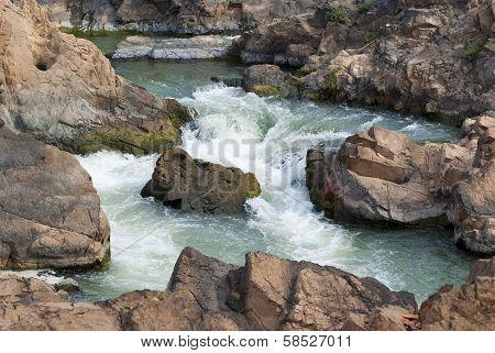 Tat Somphamit (li Phi Falls)