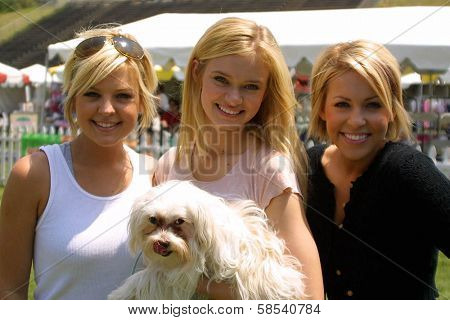 WOODLAND HILLS - APRIL 30: Kirsten Storms, Sara Paxton and Farah Fath at the Nuts For Mutts Dog Show at Pierce College on April 30, 2006 in Woodland Hills, CA.