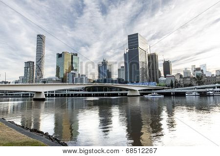 Brisbane cityscape and Victoria bridge over the Brisbane river.