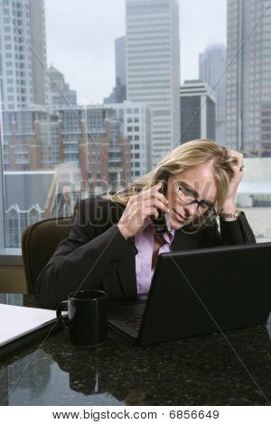 Empresária estressada