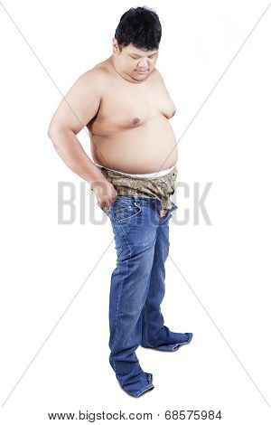 Fat Man Try To Wear His Old Jeans 1