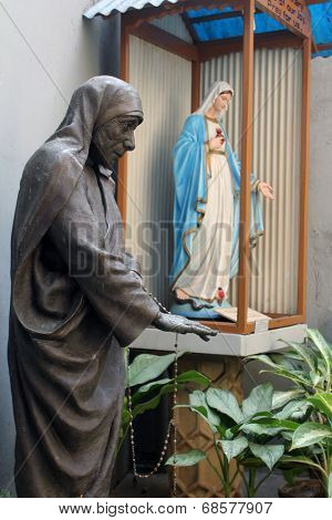 KOLKATA, INDIA - NOV 25, 2012: Statue of Blessed Teresa of Calcutta, commonly known as Mother Teresa (26 Aug 1910 - Sep 1997), was Catholic missionary who lived for most of her life in India