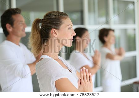 Group of people doing yoga exercices