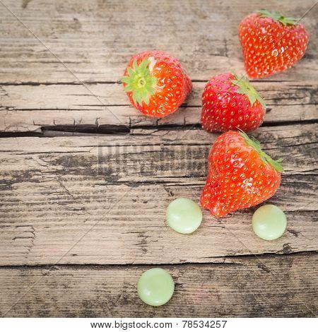 Strawberry bauble gum