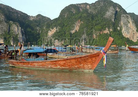 Phi-Phi, TH-Sept,21 2014:Thai longtail boats at the shore of the Phi-Phi Island, Thailand