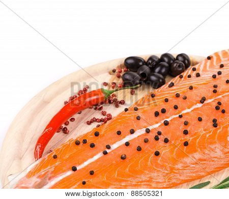 Salmon fillet with pepper and olives.