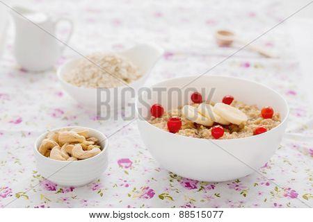 Oatmeal with banana and cinnamon.