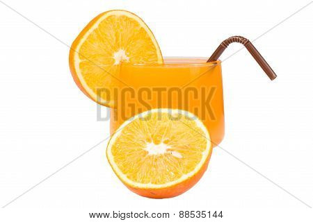 Orange juice and slices of orange
