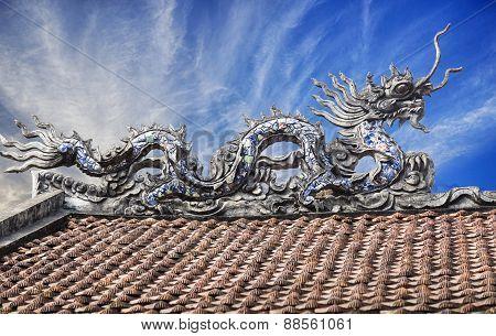 VietNam temple dragon