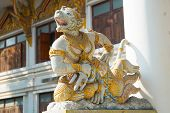 foto of sukkot  - formidable statue at the entrance of a Buddhist temple - JPG