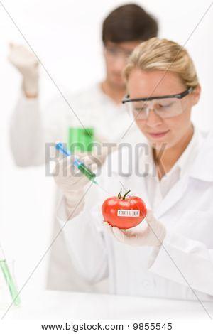 Gentechnik - Wissenschaftler im Labor