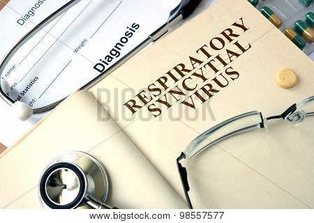 Word Respiratory syncytial virus  on a paper and pills.